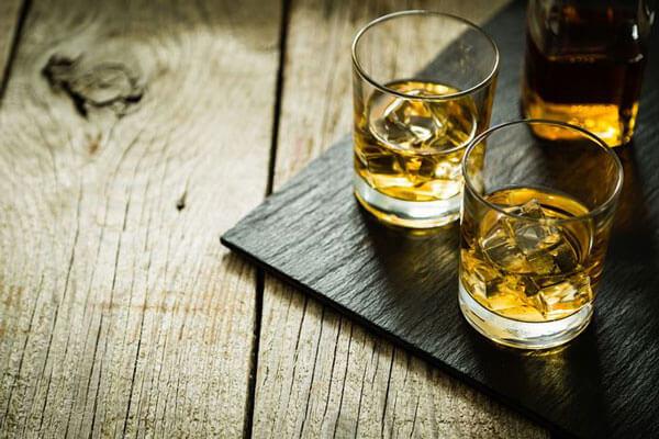 Thức uống chứa cồn khó kiểm soát xuất tinh
