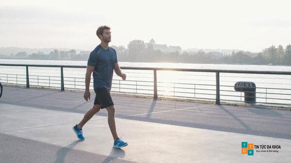 Đi bộ nhanh cải thiện lưu thông máu