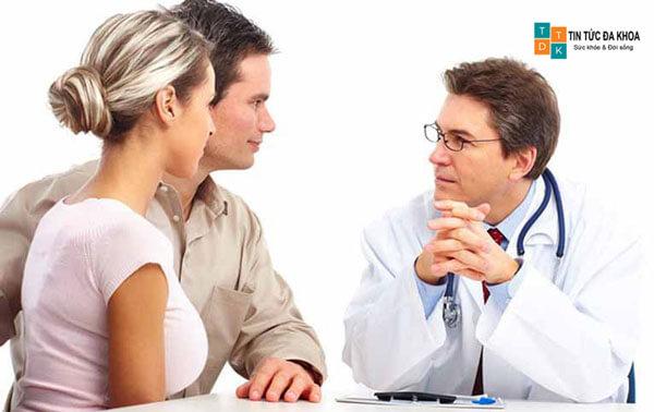 Cùng tìm kiếm bác sĩ điều trị với chồng