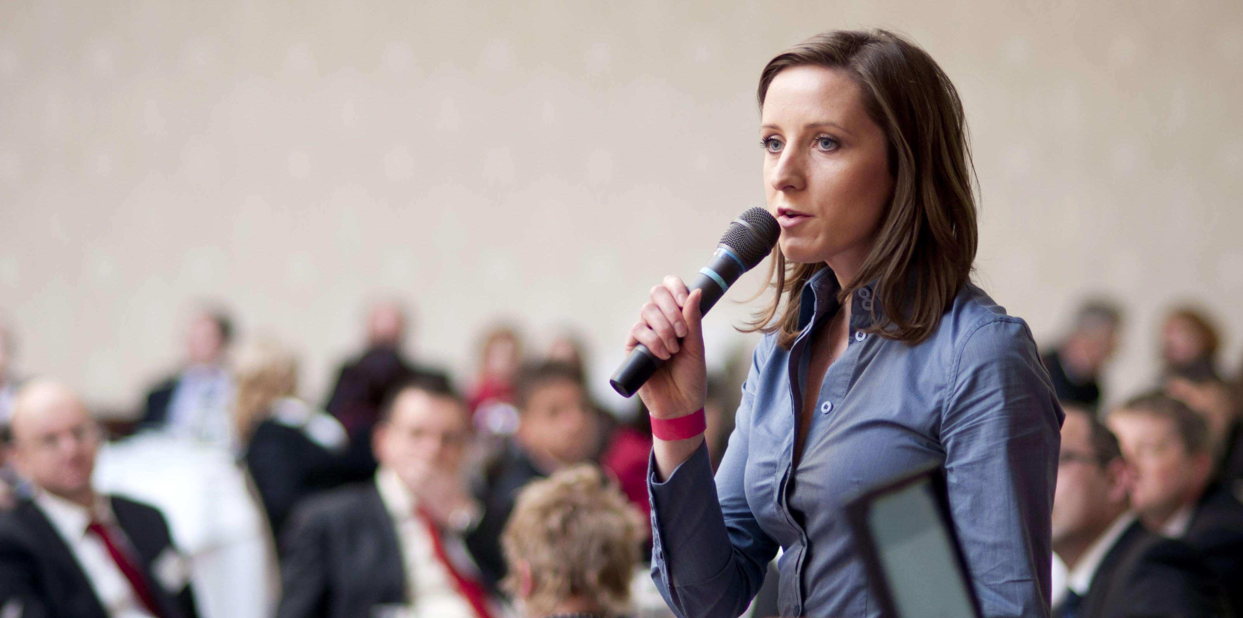Structurer son discours efficacement, concevoir des slides impactantes et prendre la parole avec aisance et conviction.