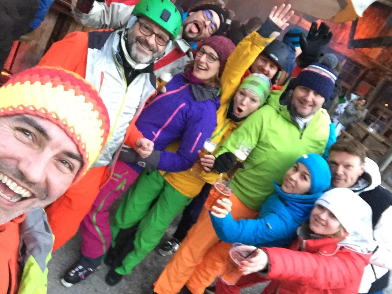 A group of fscers enjoying apré-ski.