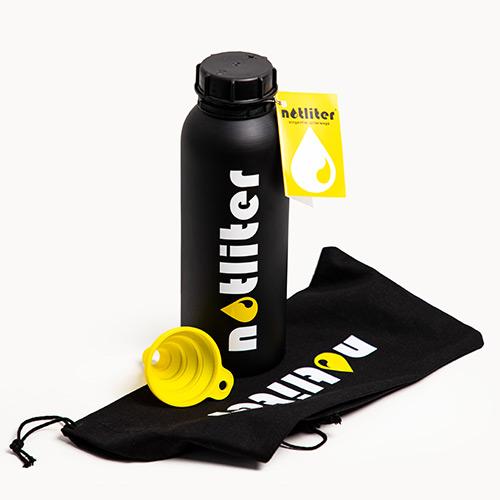 Bild zeigt notliter Flasche mit Trichter und Zugbeutel
