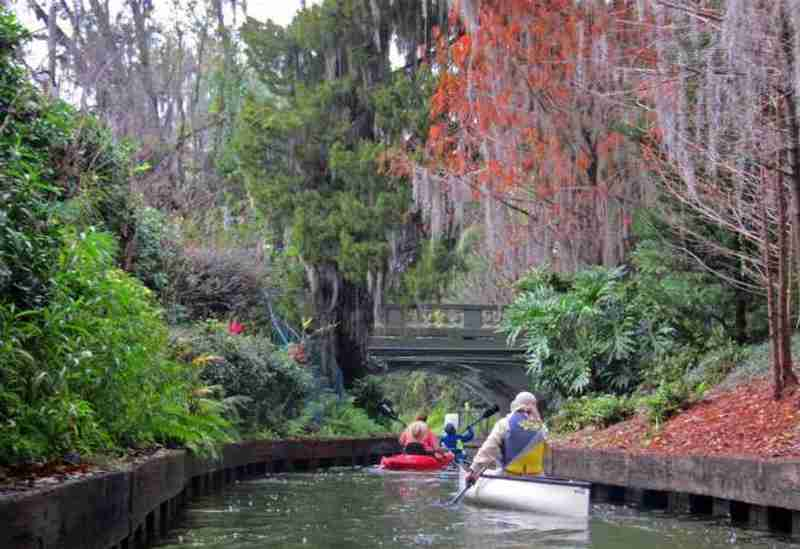 Enjoy a guided paddle through four of the seven lakes including four, narrow garden-lined canals on the beautiful Winter Park chain of lakes.