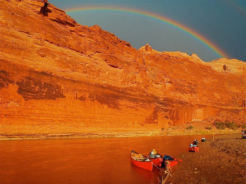 A rainbow above the canyon creates an otherworldly feel.