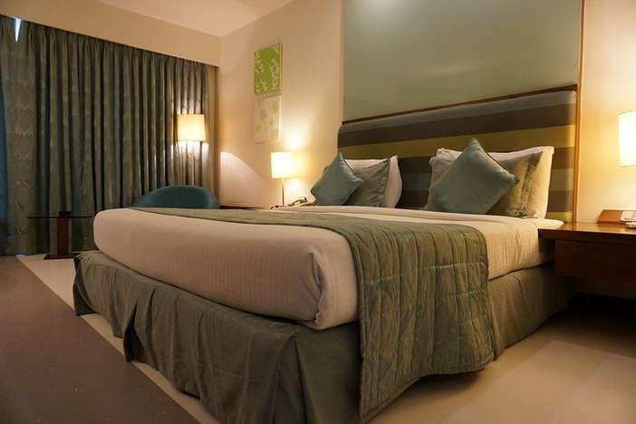 hotel room king bed pillows blankets duvet comforter.