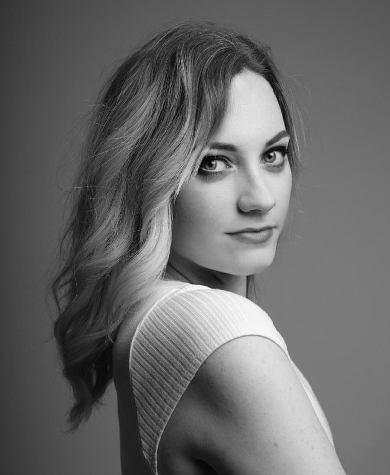 Portrait de Marion Lerouge en noir et blanc