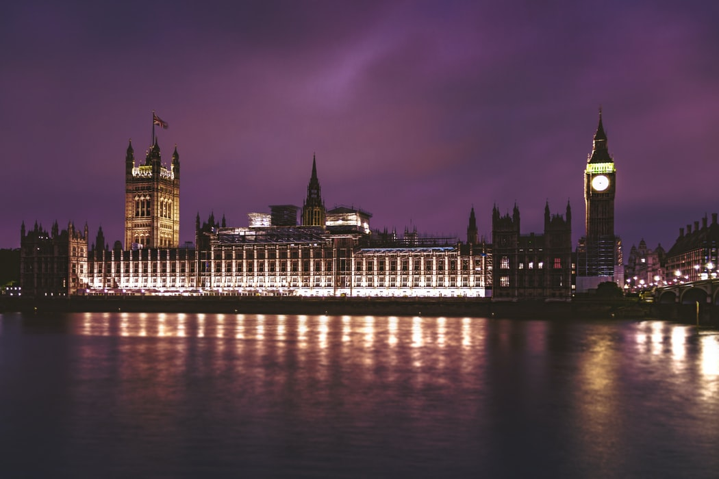 Photo of the Palace of Westminster at night