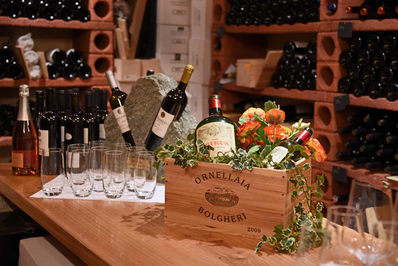 Dekorierter Tisch in der Vinothek