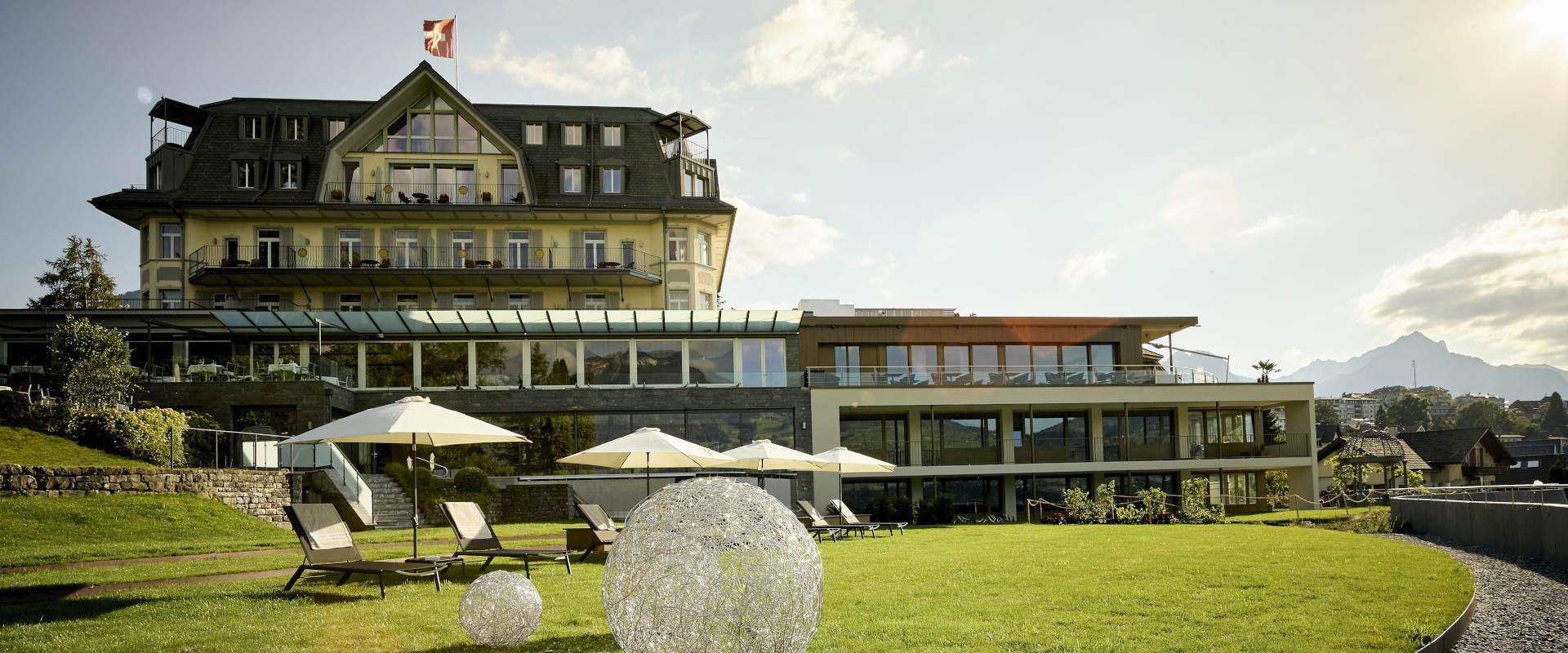 Front view Belvédère Strandhotel Spiez