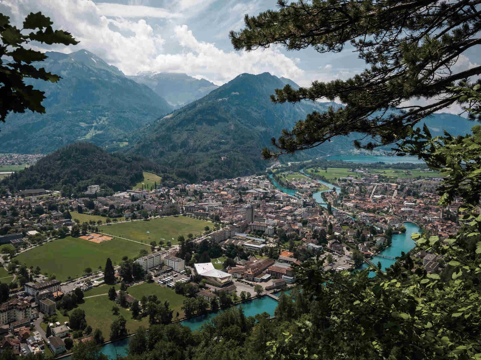 Stadt, Berge, Häuser