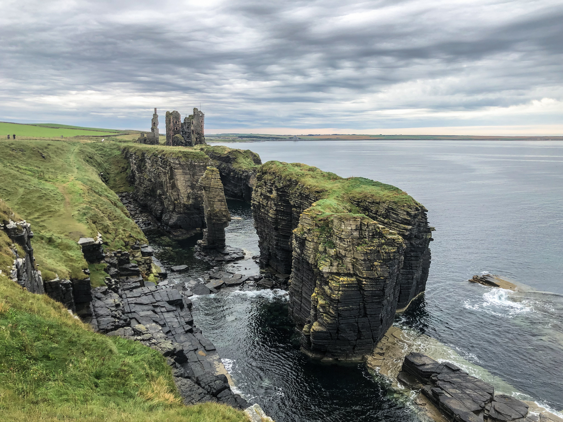 Image of a rocky shoreline and castle on the Scottish coast