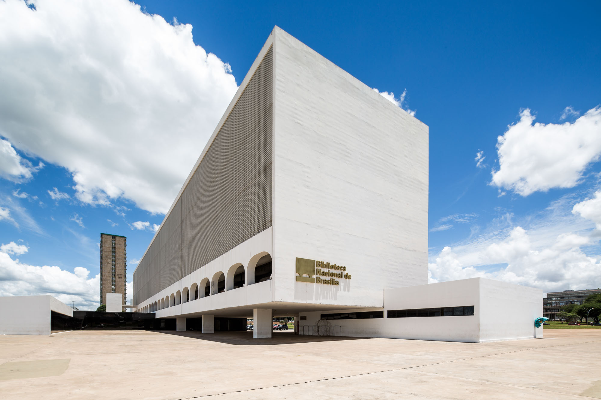 Building of the National Library of Brazil with perspective corrected