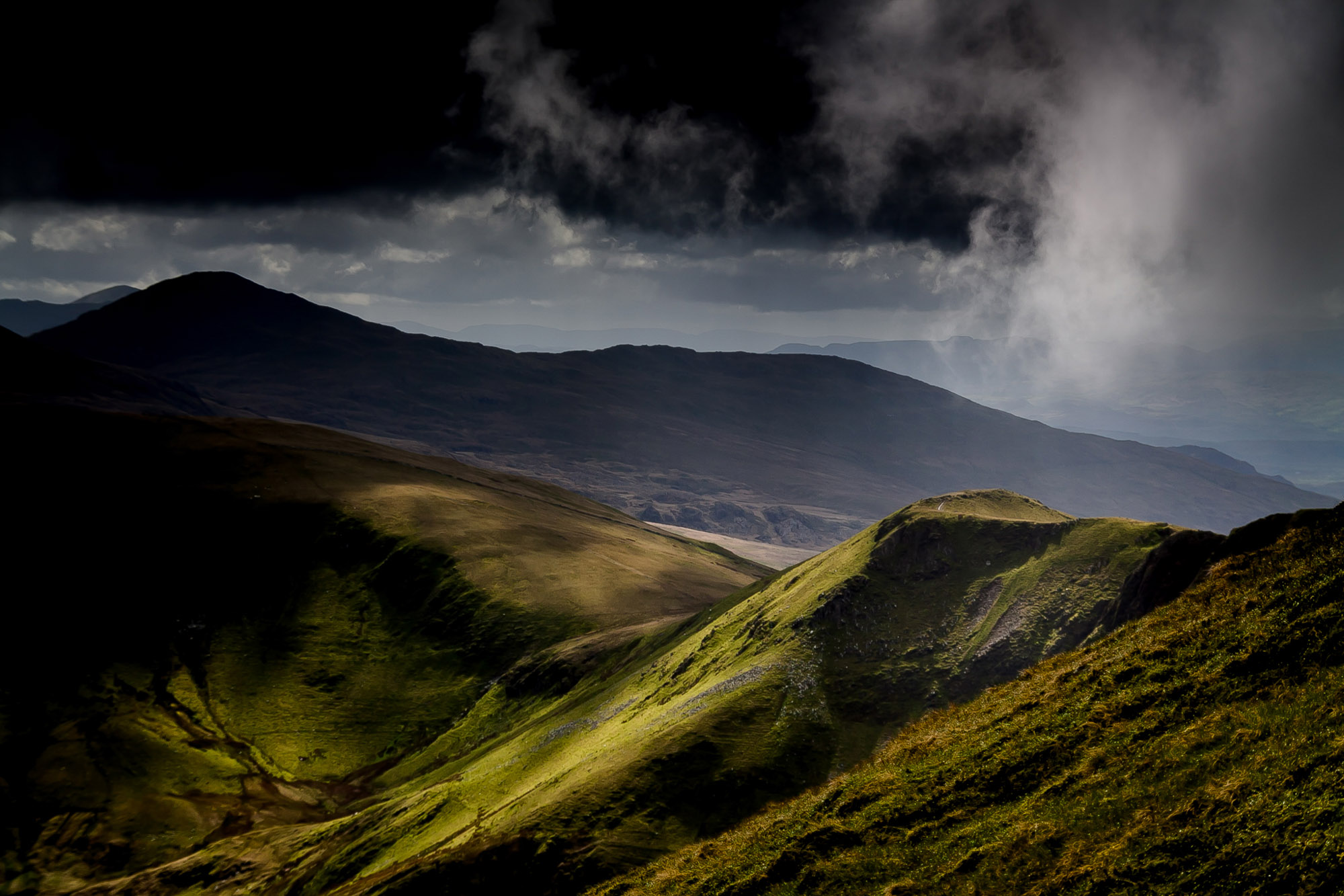 Foel Gron in Snowdonia, basked in afternoon sunlight
