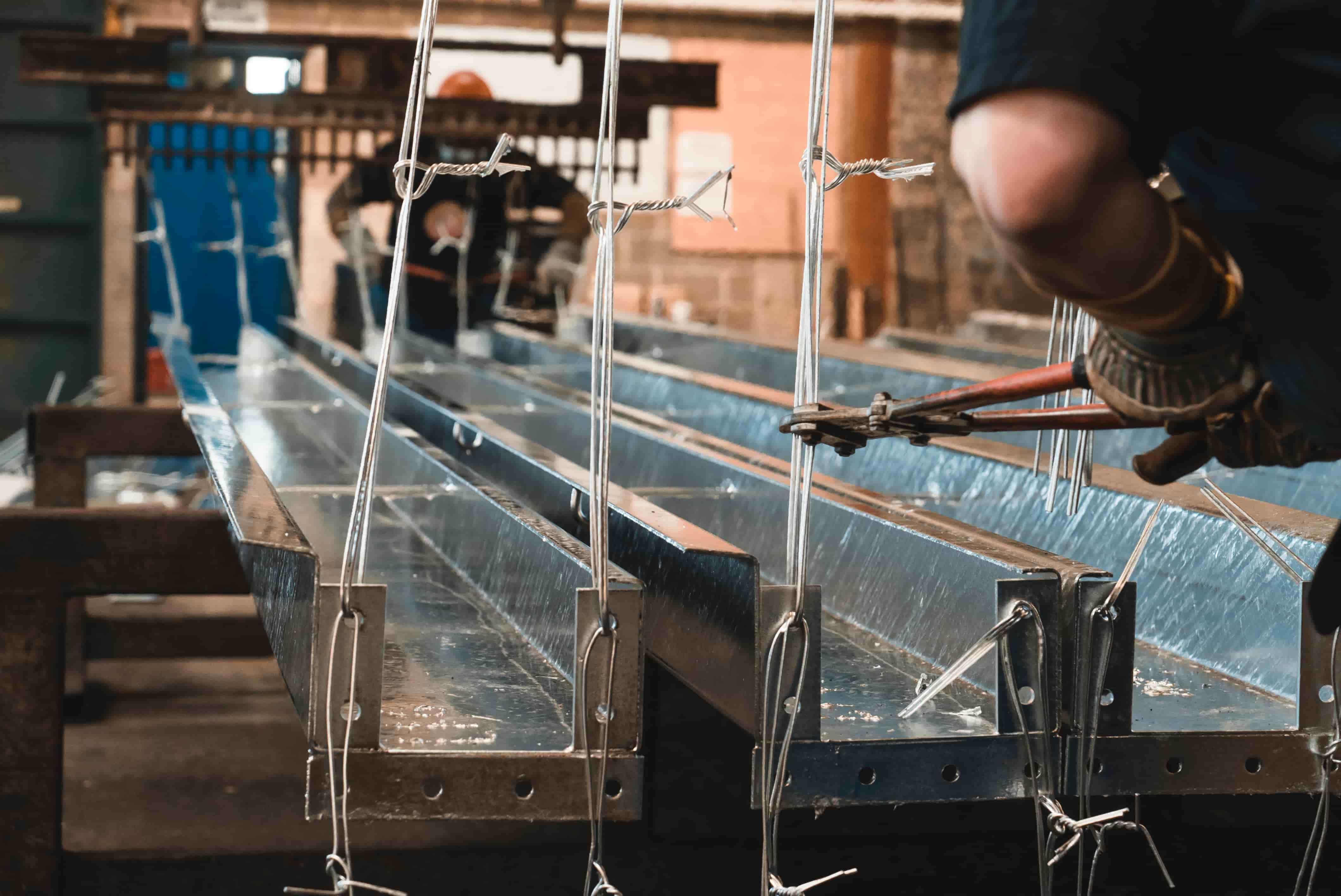 Décrochage d'une piece métallique après galvanization