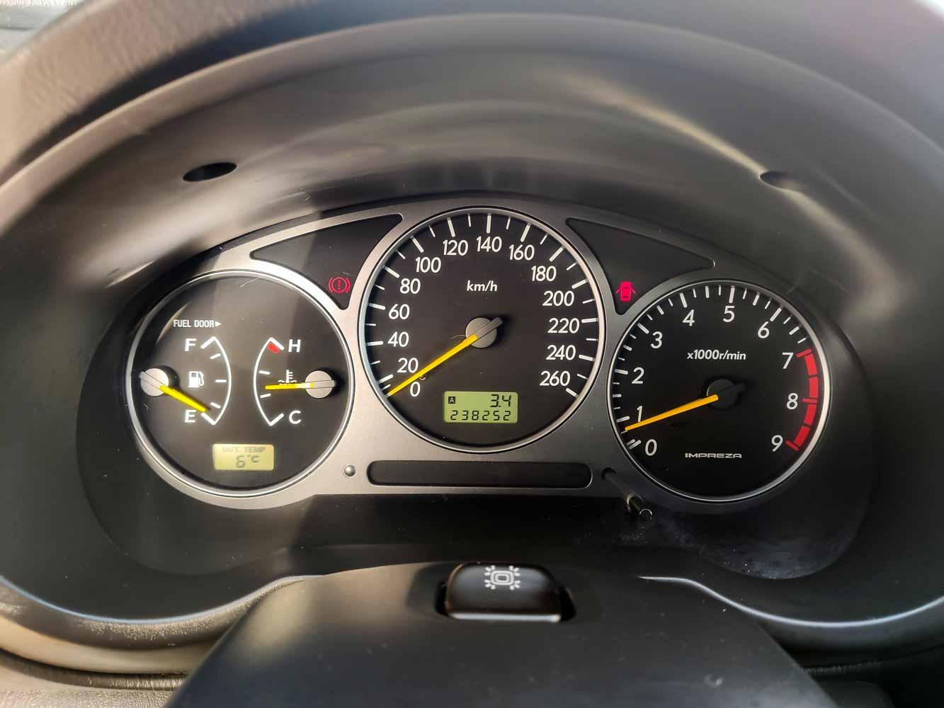 Subaru Impreza palubní deska