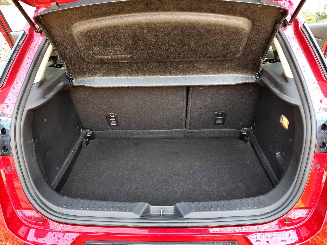 Mazda CX3 Skyactiv-D úložný prostor