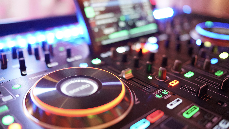 DJ Modernste Technik
