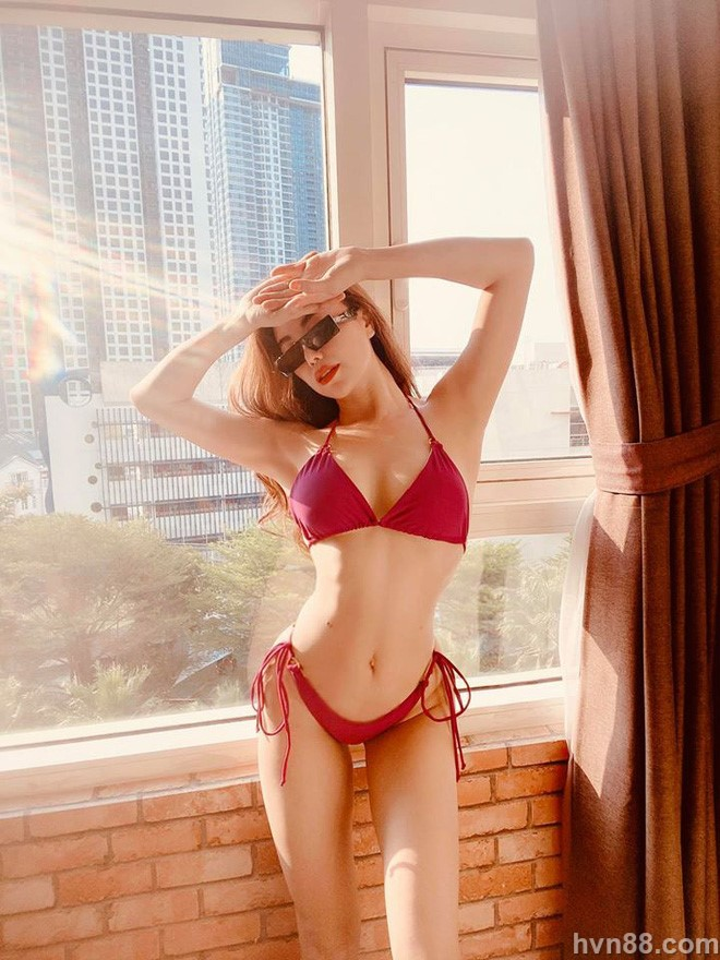tra ngoc hang mac bikini sexy 1