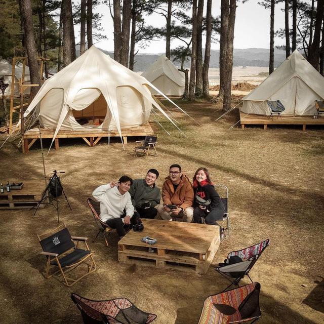 """Tất tần tật về cắm trại sang chảnh - trào lưu """"ngủ lều"""" đang hot nhất Đà Lạt, loạt sao Vbiz cũng phải mê tít - Ảnh 3."""