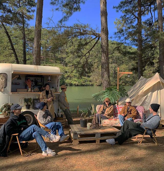 """Tất tần tật về cắm trại sang chảnh - trào lưu """"ngủ lều"""" đang hot nhất Đà Lạt, loạt sao Vbiz cũng phải mê tít - Ảnh 2."""