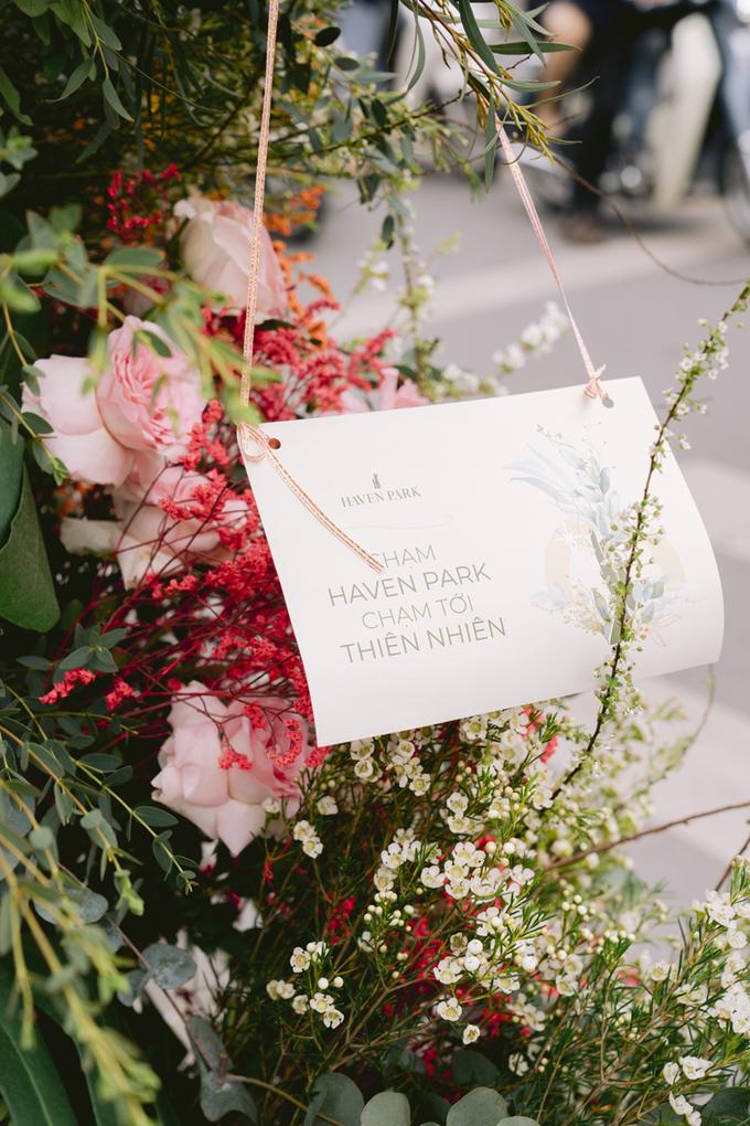 Hoa, cây xanh lâu nay là dấu ấn đặc sản của Ecopark. Dịp 8/3 năm nay, tập đoàn muốn truyền tải thông điệp về sự tươi mới, trẻ trung của dự án cũng như muốn đưa một phần màu sắc của hoa lá đến với người dân tại các quận trung tâm của Hà Nội, vị này nói thêm.