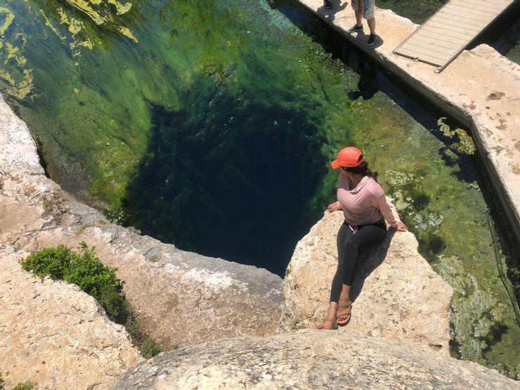 Những vùng nước tuyệt đẹp nhưng chứa đựng sự nguy hiểm đến chết người - 2