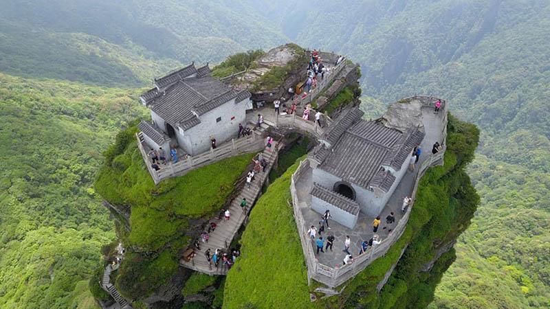 Ngôi đền đôi tuyệt đẹp trên đỉnh núi thánh, du khách phải leo 8000 bậc thang - 8