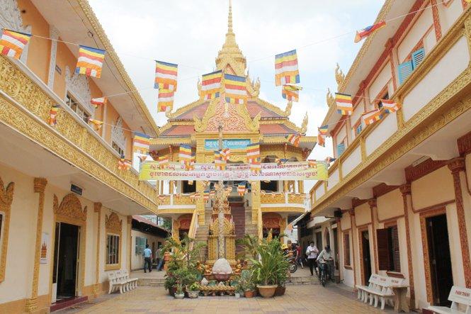 Ngôi chùa này mang kiến trúc đặc trưng của người Khơ Me