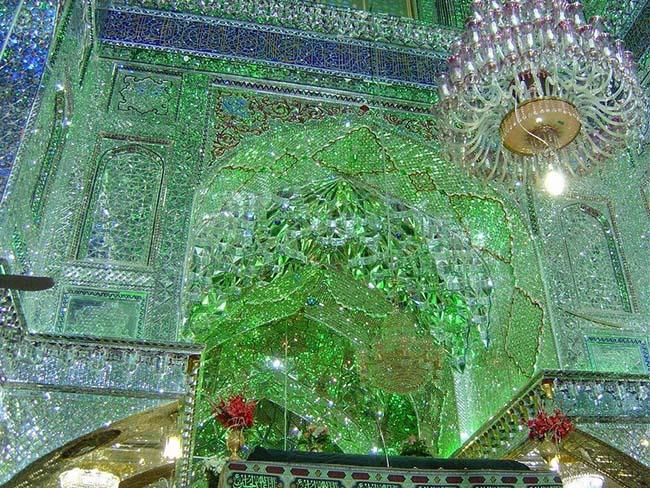 Choáng ngợp trước ánh sáng màu nhiệm của ngôi đền chứa mộ cổ bên trong - 4