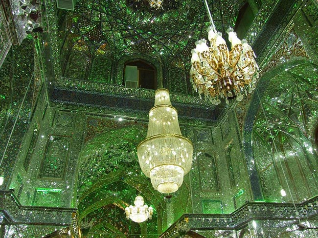 Choáng ngợp trước ánh sáng màu nhiệm của ngôi đền chứa mộ cổ bên trong - 5