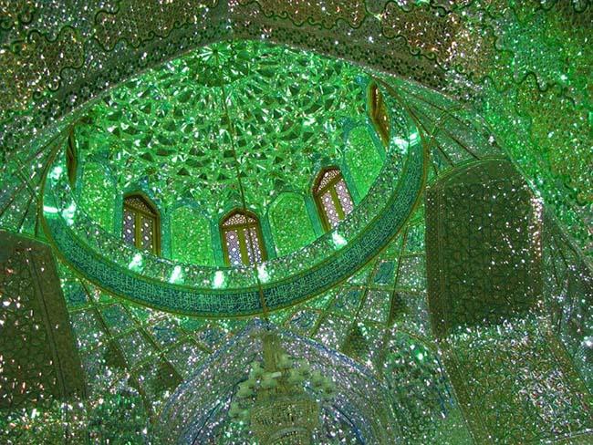 Choáng ngợp trước ánh sáng màu nhiệm của ngôi đền chứa mộ cổ bên trong - 3