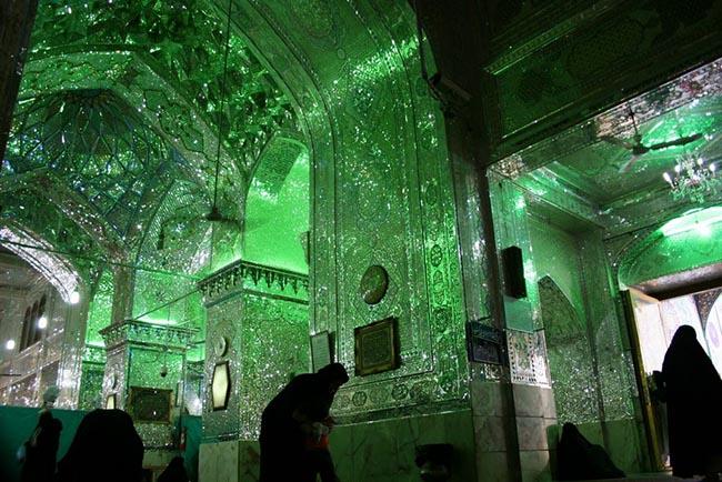 Choáng ngợp trước ánh sáng màu nhiệm của ngôi đền chứa mộ cổ bên trong - 6