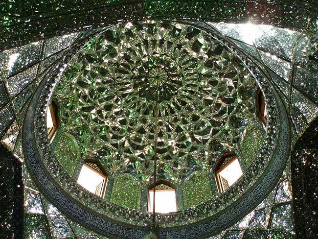 Choáng ngợp trước ánh sáng màu nhiệm của ngôi đền chứa mộ cổ bên trong - 7