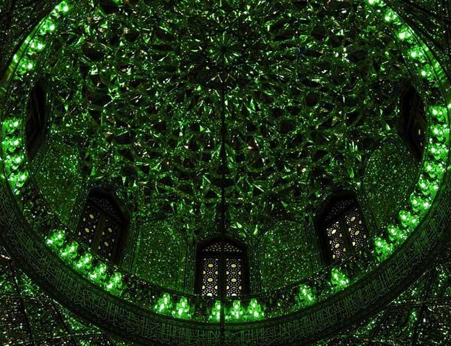 Choáng ngợp trước ánh sáng màu nhiệm của ngôi đền chứa mộ cổ bên trong - 9