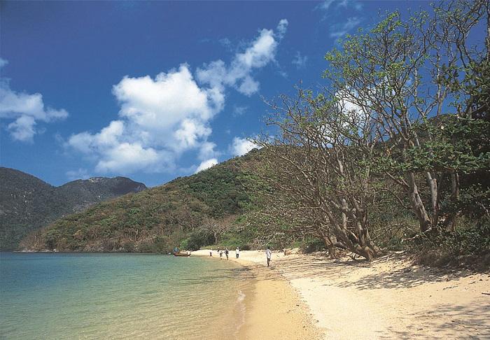 Biển xanh tại Côn Đảo