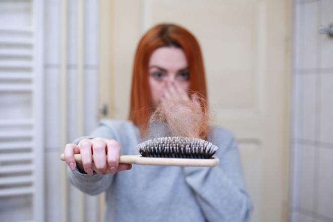 Bí kíp giúp mẹ sau sinh nhanh chóng giải quyết nỗi lo rụng tóc - 1
