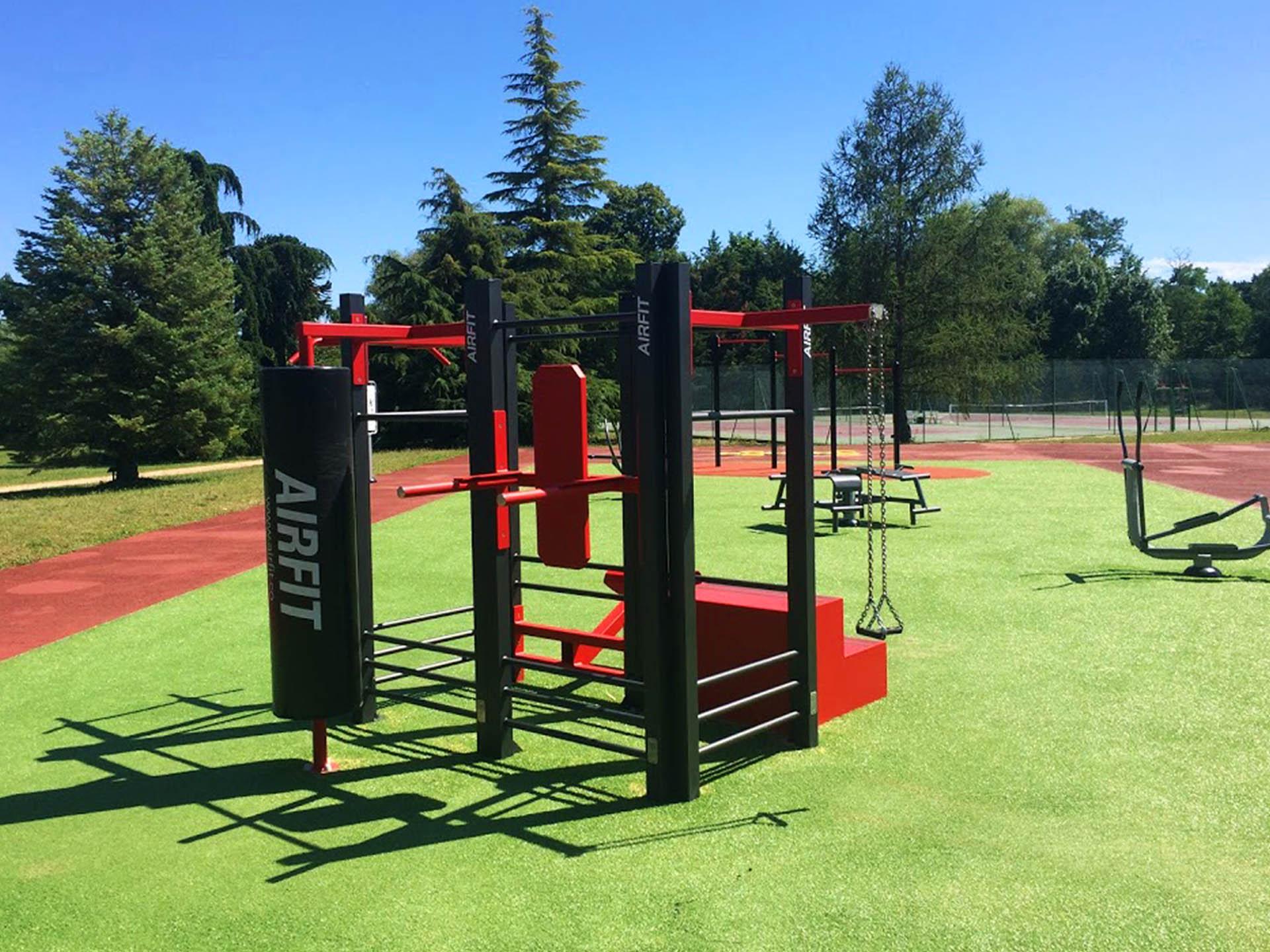 https://www.lejsl.com/culture-loisirs/2020/09/13/une-aire-de-fitness-en-acces-libre-au-parc-sportif