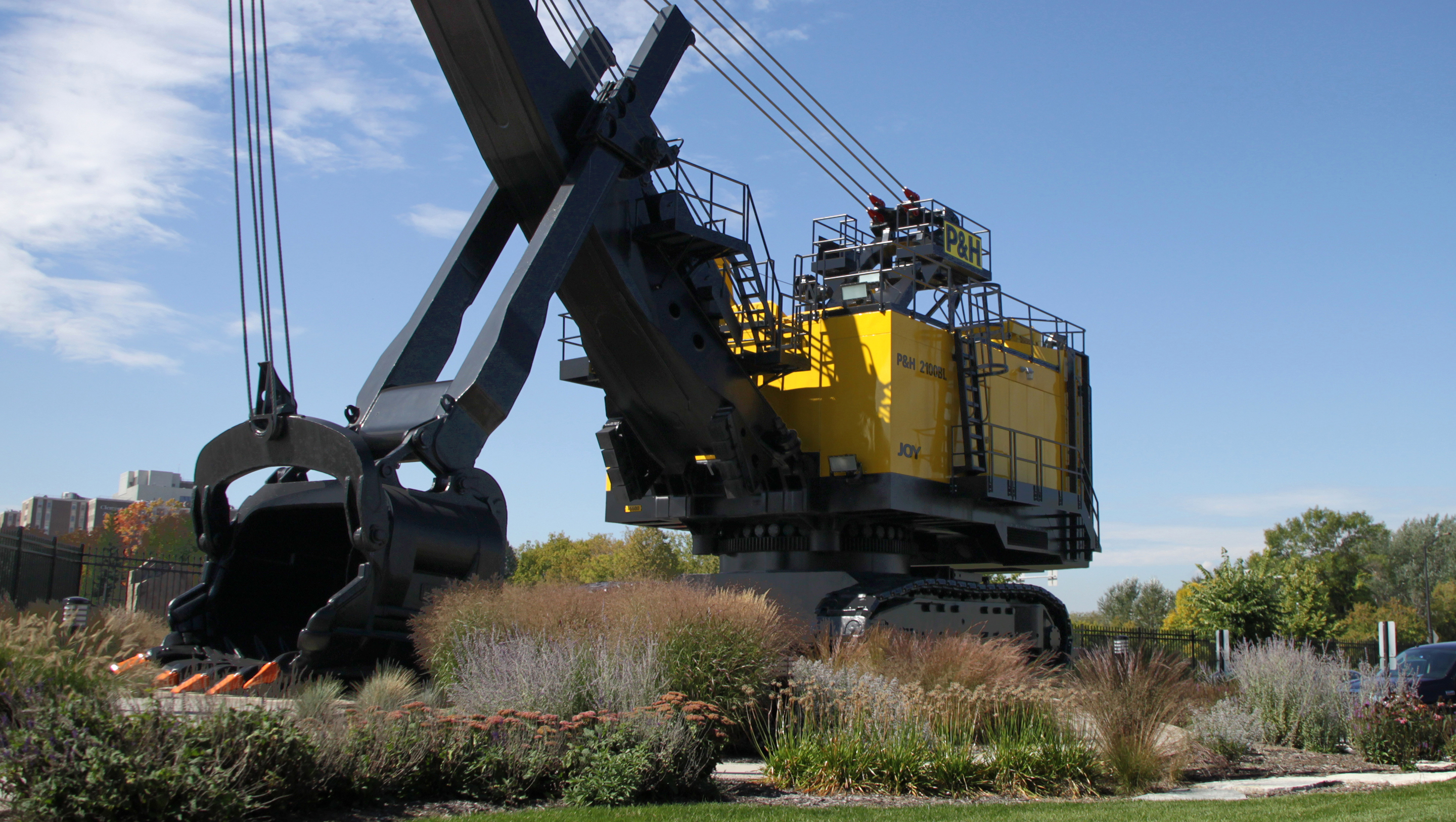 Saiki Design was responsible for finding a visible and integrated pad for a 51-foot-tall shovel on site; the iconic gesture instantly became a neighborhood landmark and icon.