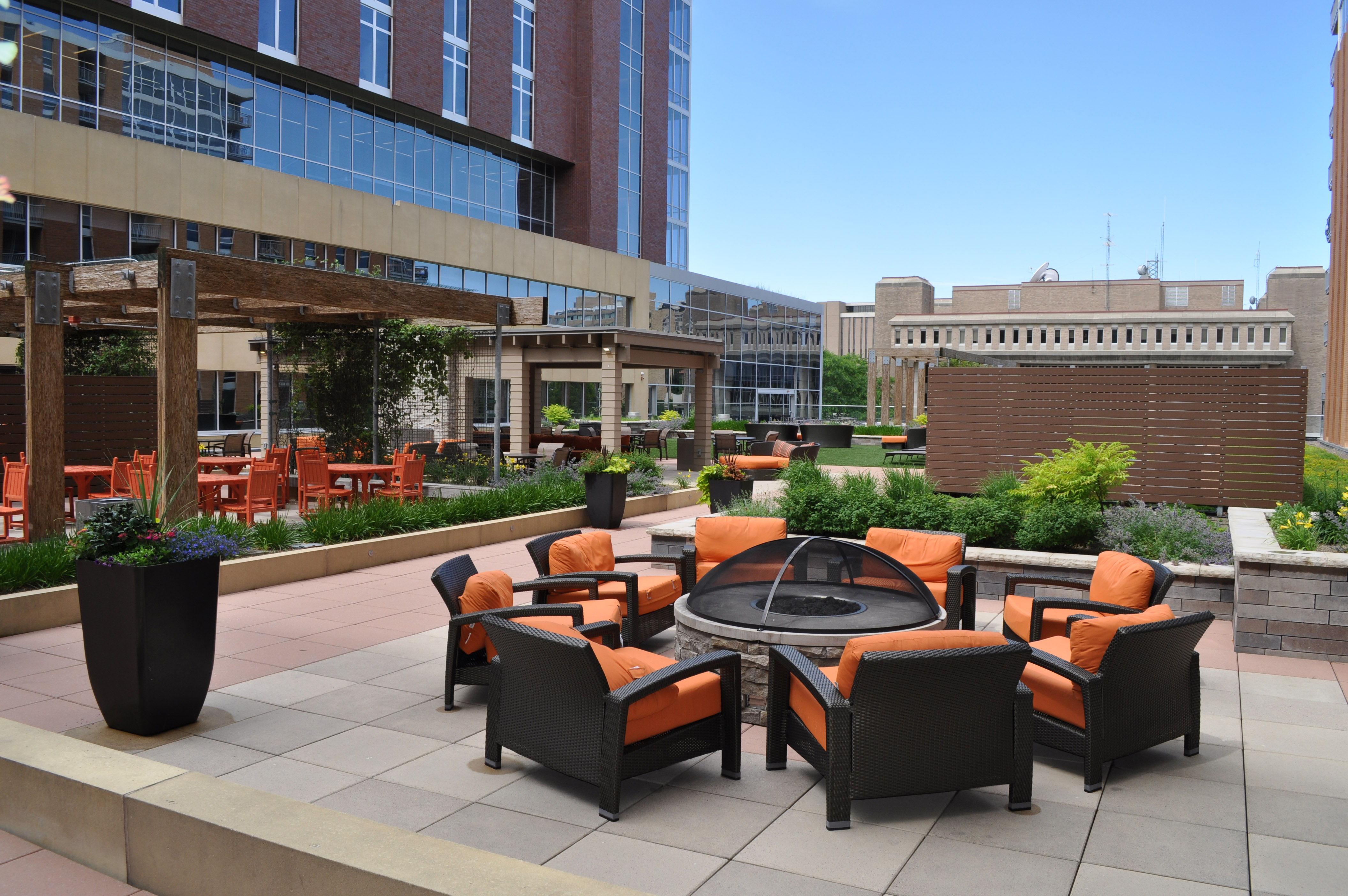 The rooftop terrace retrofit provided a larger, more diverse and more interactive space in which new amenities were seamlessly integrated with existing, resulting in a completely reimagined rooftop terrace and lifestyle experience.