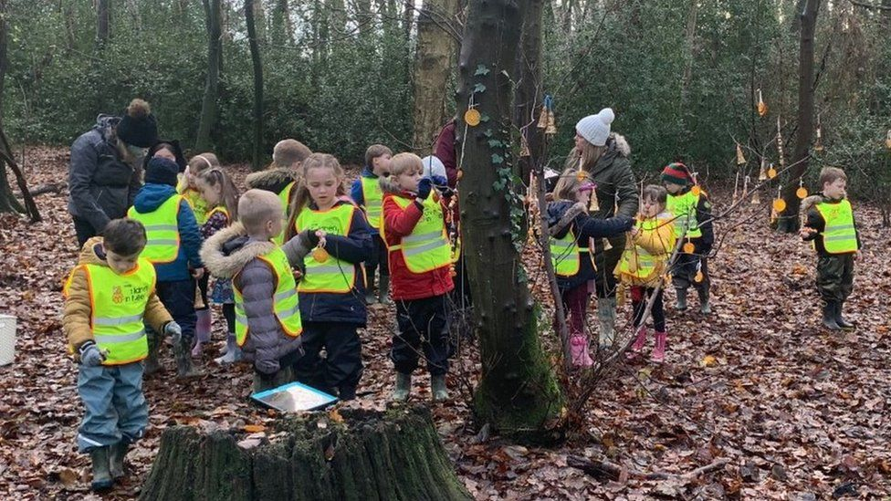 More Teachers Turn to Outdoor Lessons