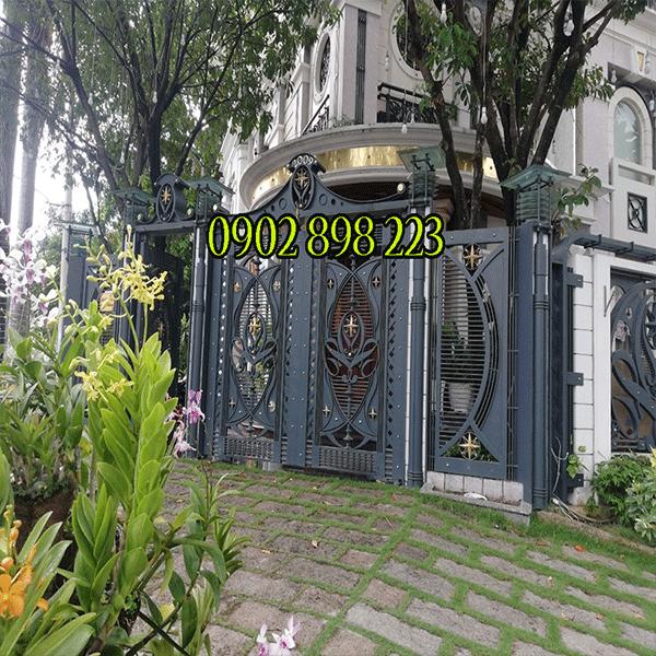 mẫu cửa cổng sắt đẹp tphcm