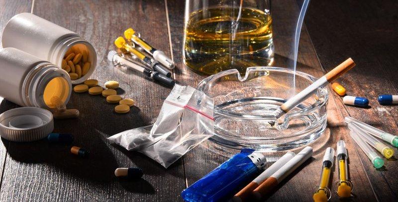 Các chất gây nghiện tồn tại bao lâu trong cơ thể? | Vinmec