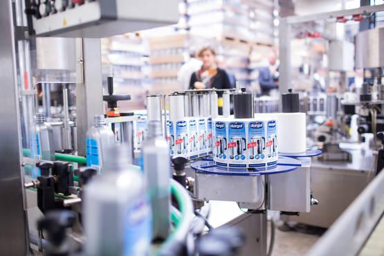 Het bedrukking proces in van durgol universal flessen