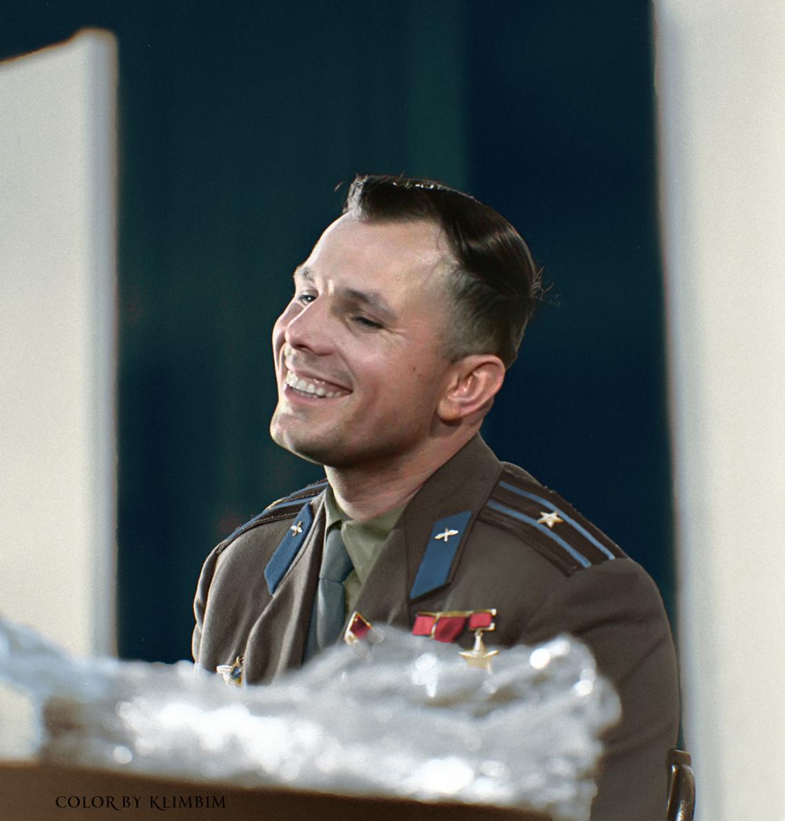 Yury-Gagarin-1961-w