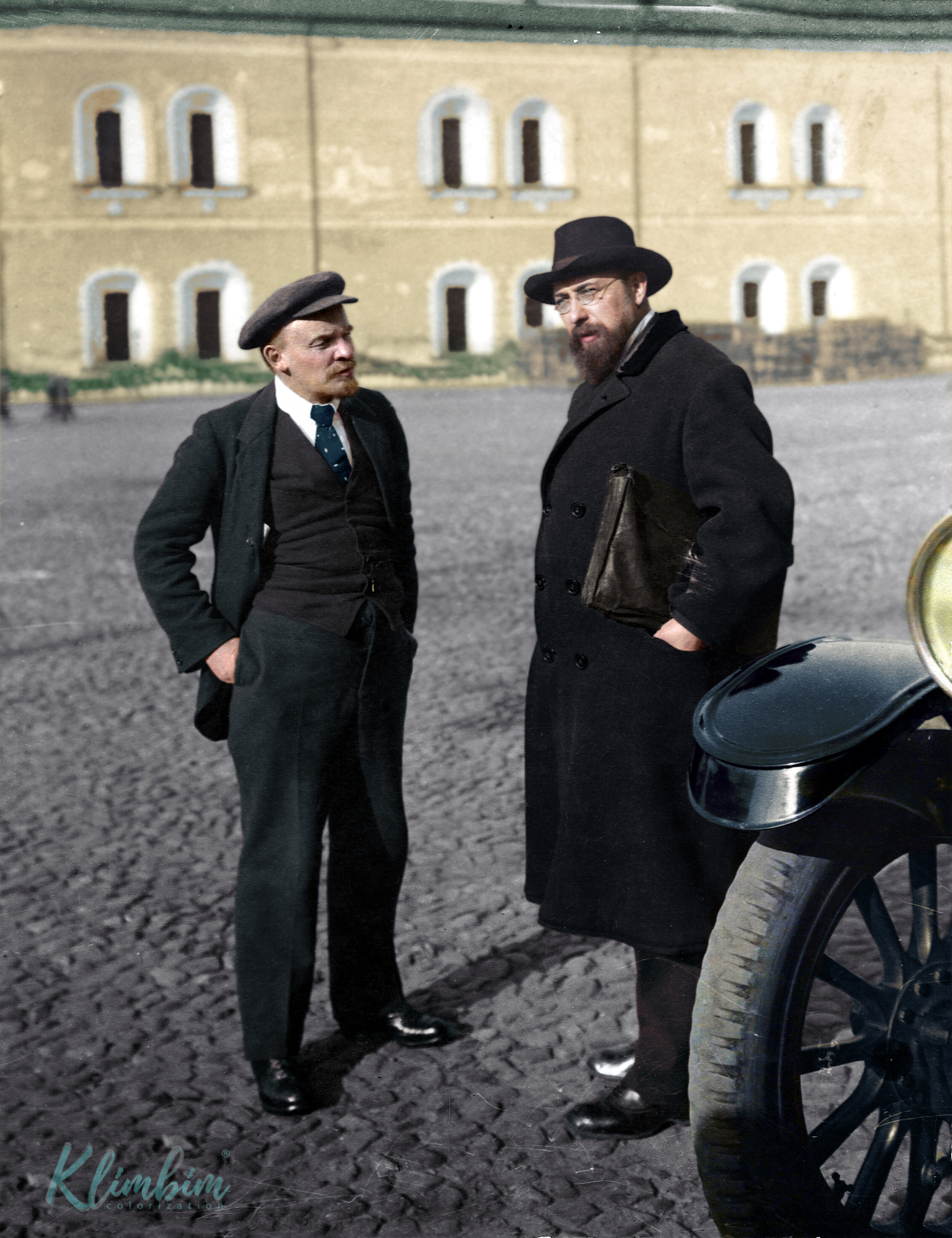 Lenin and Bonch-Bruyevich in the Kremlin-grounds, 16 October 191