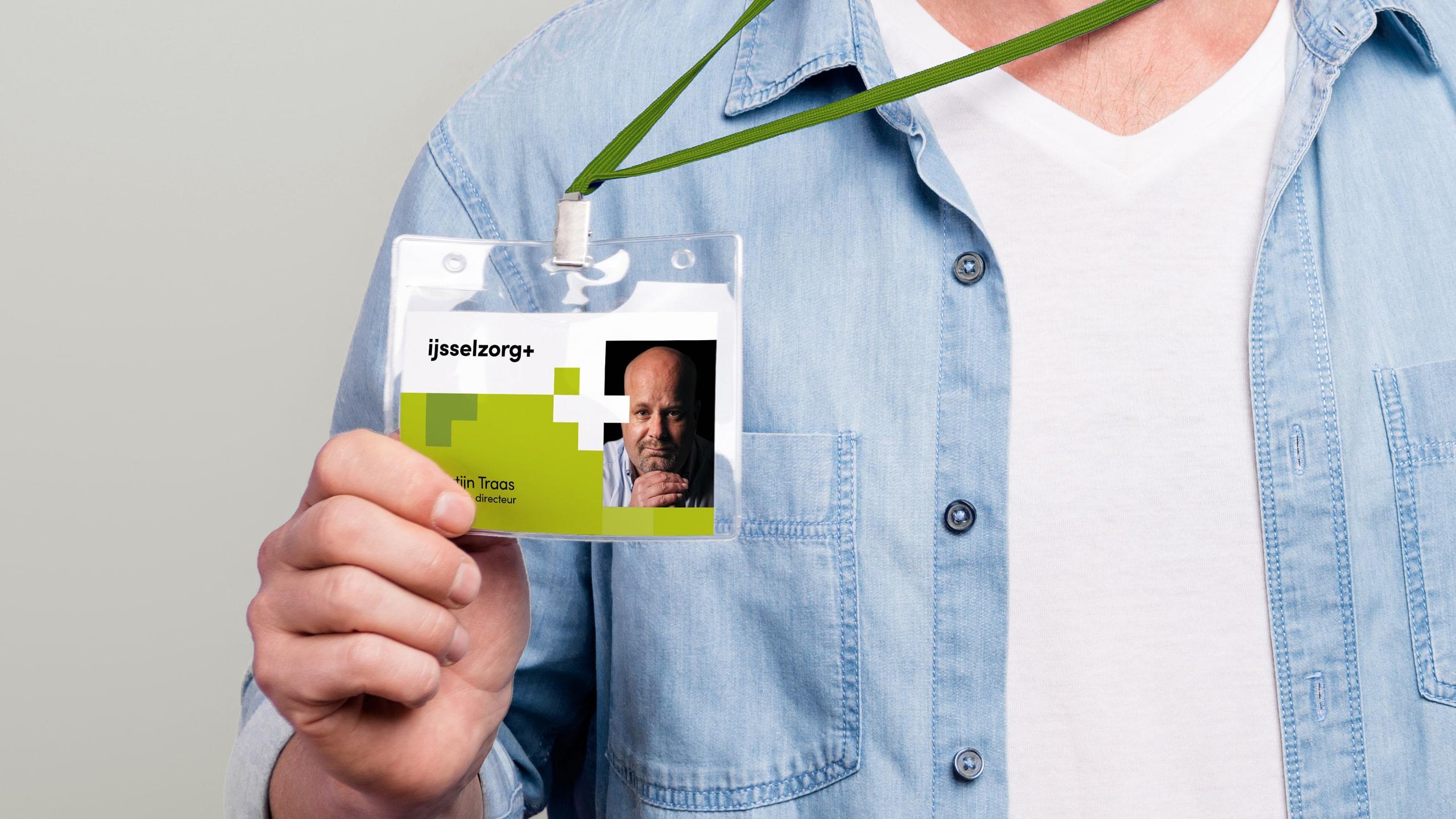Identiteitspas voor de medewerkers van IJsselzorg in nieuwe huisstijl