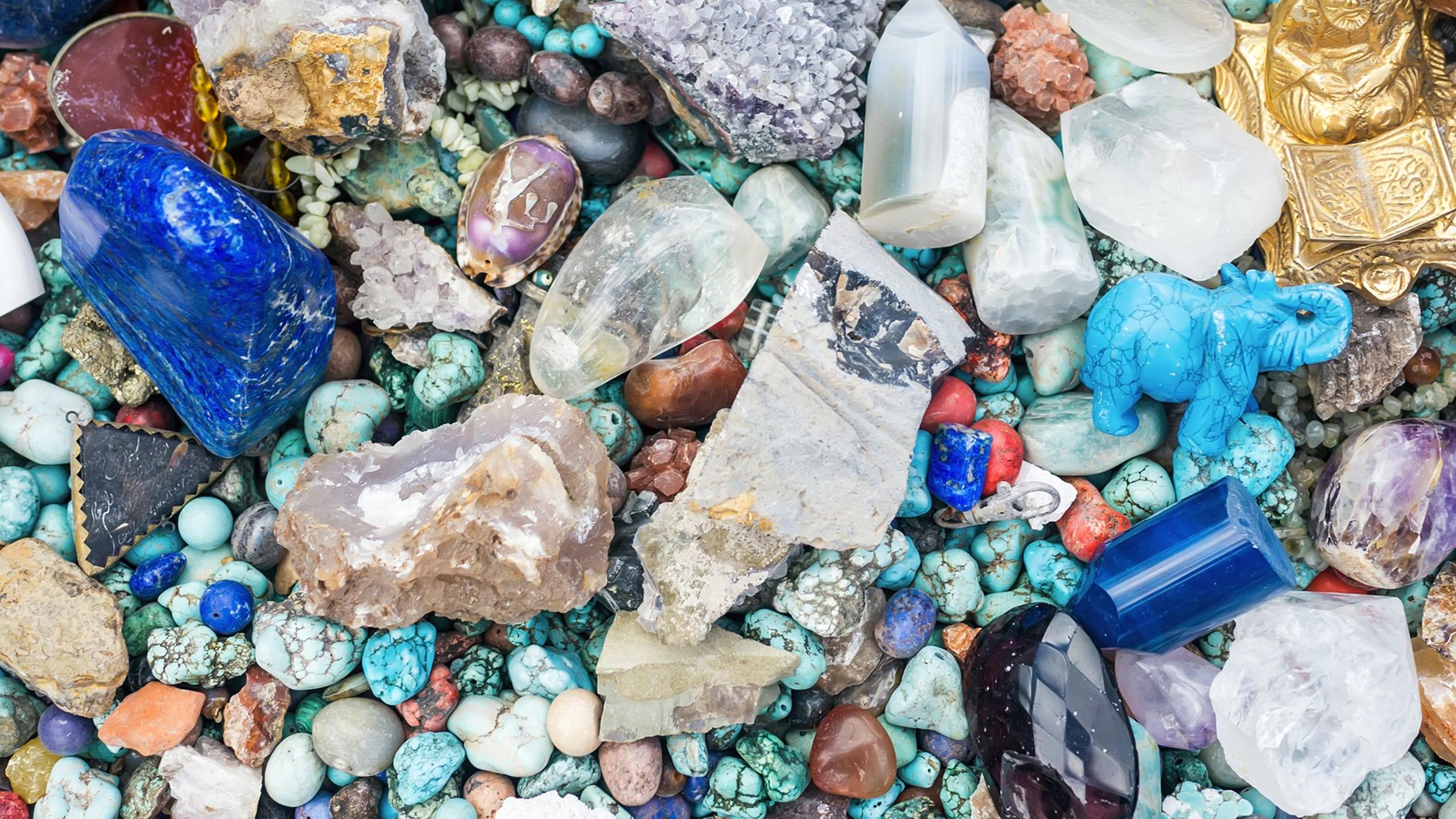 Kristallen, stenen en kralen oftewel dingetjes met heel veel kleuren