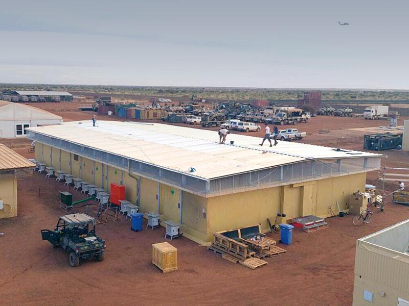 Lieferung und Aufbau eines geschützten Gebäudes für die Heron-Mission in Gao, Mali durch DREHTAINER.