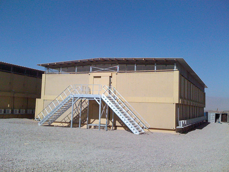 zweigeschossiges geschütztes Containergebäude von DREHTAINER