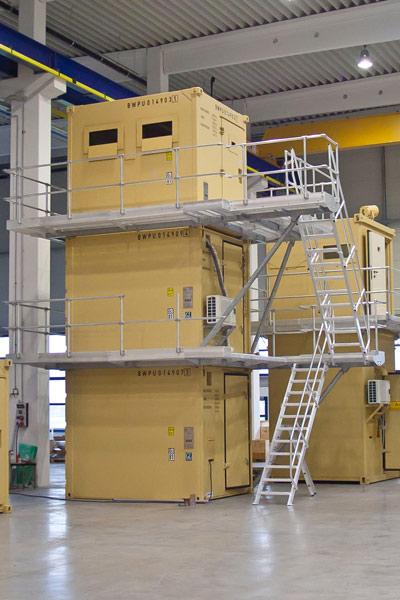 Wachturm bestehend aus drei 10ft-Containern